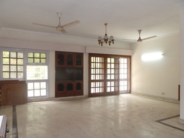 4 BHK Floor for Rent in Ashoka Enclave Faridabad - Living Room