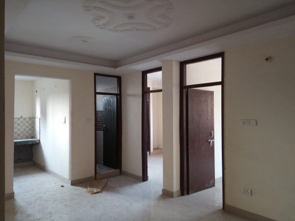 2 BHK Apartment for Sale in Sector 73 Noida - Living Room