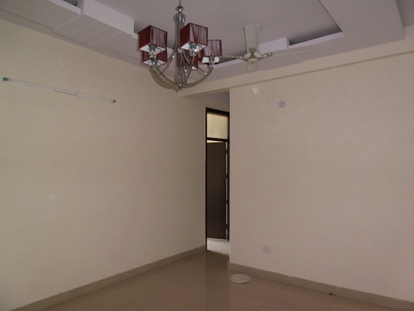 2 BHK Apartment for Rent in Express View Apartment - Living Room