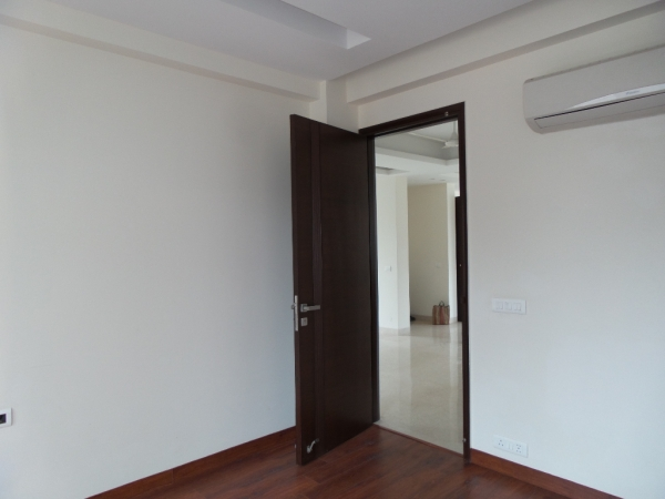2 BHK Floor for Rent in Suncity Township - Living Room