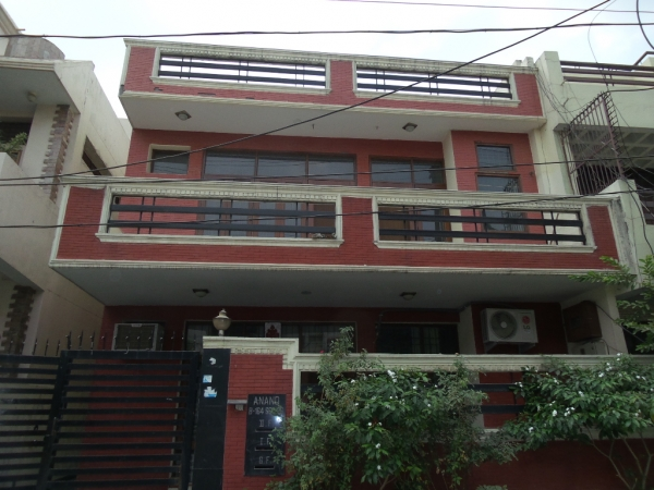2 BHK Floor for Rent in RWA Sector 26 - Exterior View
