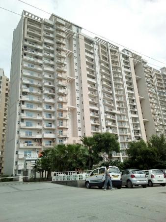 Sunworld Vanalika, Sector 107, Noida - Building