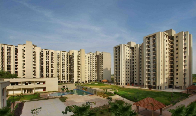Umang Summer Palms, Sector 86, Faridabad - Building
