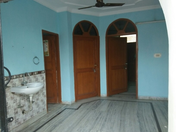 2 BHK Floor for Rent in Sector 46 Gurgaon - Living Room