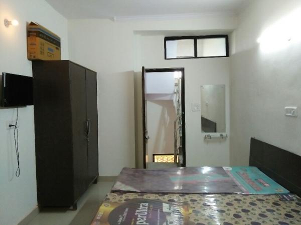 1 BHK Apartment for Rent in Ansal Sushant Lok 1 - Living Room