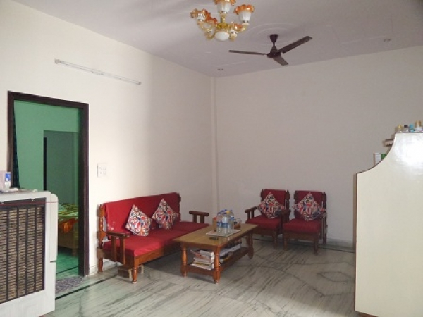 3 BHK Floor for Rent in Sector 43 Faridabad - Living Room