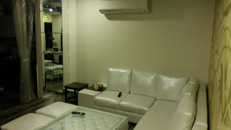 2 BHK Floor for Sale in Rajouri Garden New Delhi - Living Room