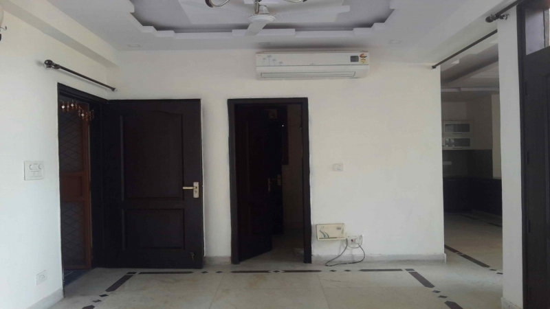 3 BHK Apartment for Rent in Suryodaya Apartment - Living Room