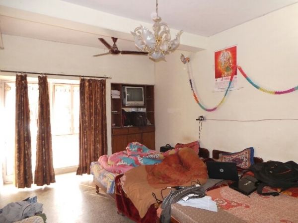 2 BHK Floor for Sale in Sector 37 Faridabad - Living Room