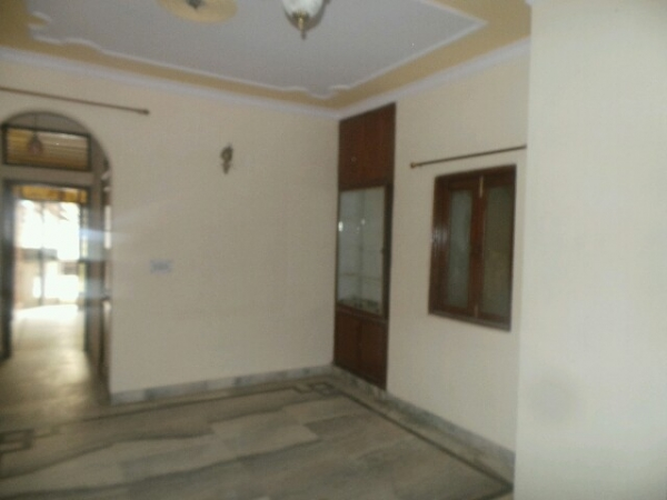 2 BHK Apartment for Rent in RPS Paras Apartment - Living Room