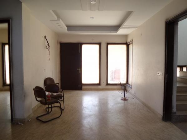 3 BHK Floor for Rent in Rajendra Park Gurgaon - Living Room