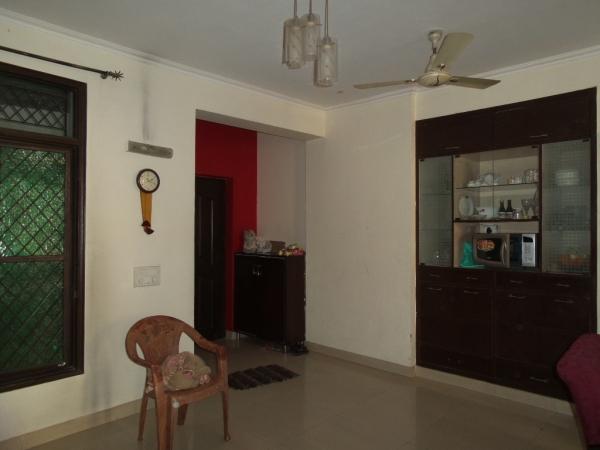 2 BHK Apartment for Rent in RWA Yamuna Vihar Block B1 - Living Room