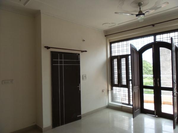 1 BHK Floor for Rent in Sushant Lok Phase - 2 Gurgaon - Living Room