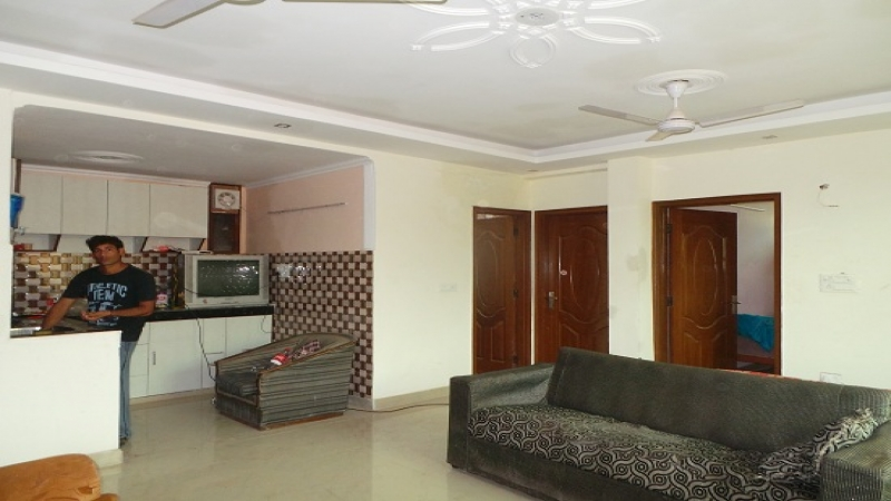 2 BHK Apartment for Rent in RWA Sector 26 - Living Room