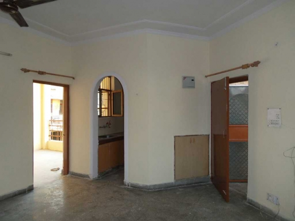 2 BHK Apartment for Rent in Sneh Kunj Apartments - Living Room