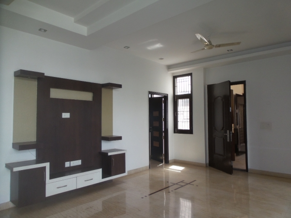 2 BHK Apartment for Rent in Prince Apartments - Living Room