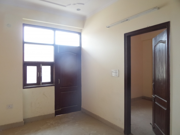 2 BHK Floor for Rent in Sector 42 Faridabad - Living Room