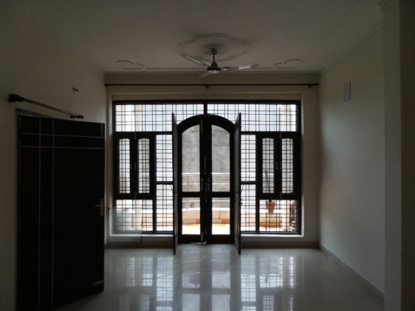 2 BHK Floor for Rent in Sushant Lok Phase - 3 Gurgaon - Living Room