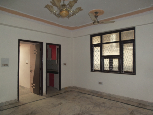 2 BHK Floor for Sale in Sector 71 Noida - Living Room