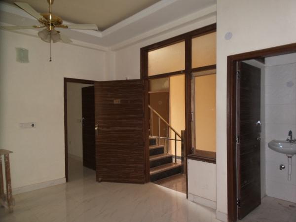 2 BHK Floor for Sale in RWA Shiv Vihar Phase 1 - Living Room