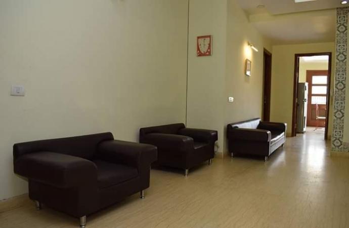 3 BHK Floor for Rent in Ansal Sushant Lok 2 - Living Room
