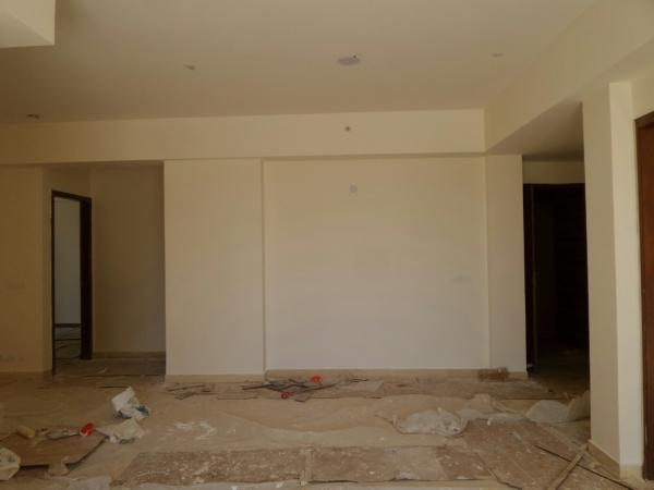 3 BHK Floor for Rent in Unitech Deerwood Chase - Living Room