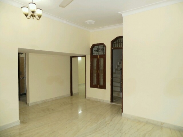 2 BHK Floor for Rent in Sector 15 Faridabad - Living Room