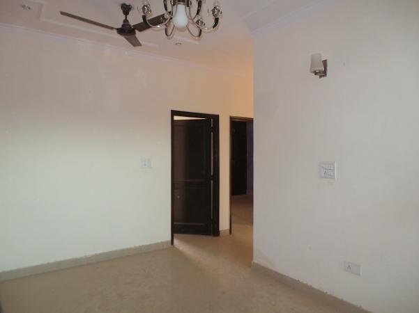 2 BHK Floor for Rent in Ashoka Enclave Faridabad - Living Room