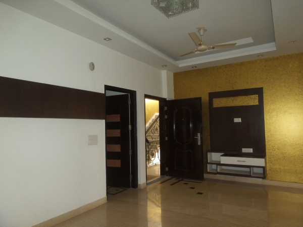 2 BHK Apartment for Rent in Puja Apartments - Living Room