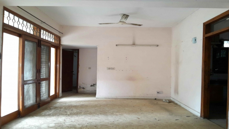 3 BHK Apartment for Rent in Shri Keshav Kunj Apartments - Living Room