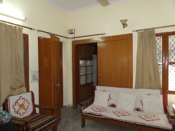 2 BHK Apartment for Rent in Anamika apartment - Living Room