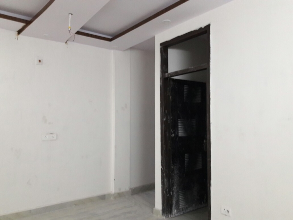 4 BHK Floor for Sale in Sector 91 Faridabad - Living Room