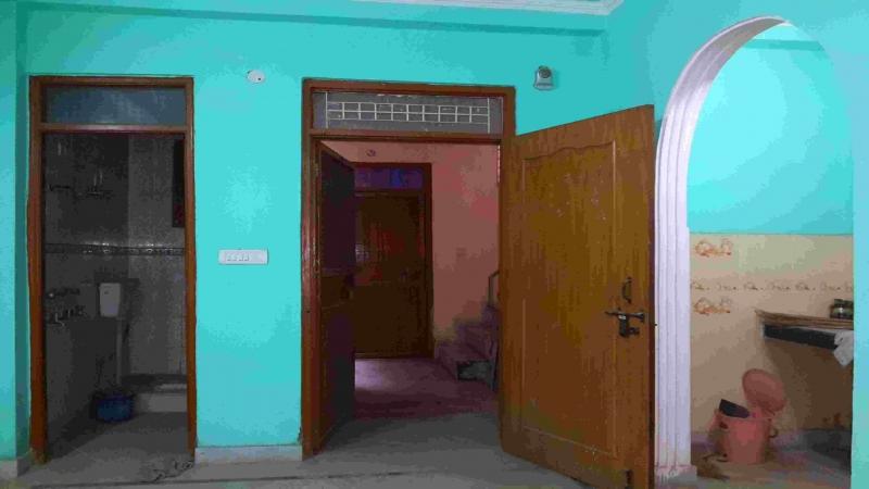 2 BHK Floor for Sale in Mukherjee Nagar New Delhi - Living Room