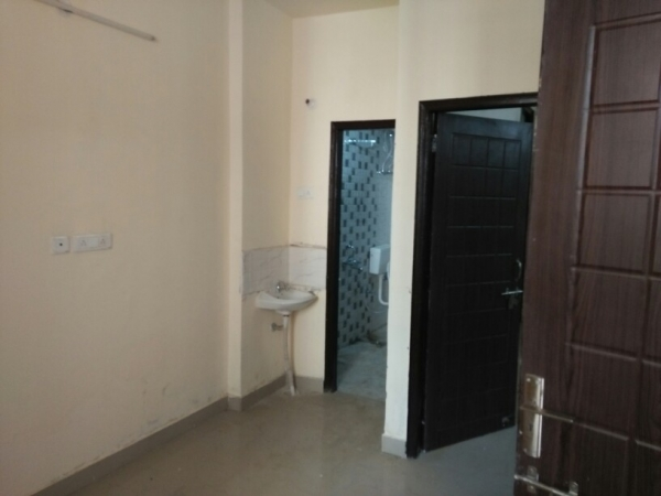 1 BHK Floor for Rent in Sector 27 Gurgaon - Living Room