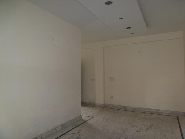 2 BHK Floor for Rent in Krishna Nagar New Delhi - Living Room