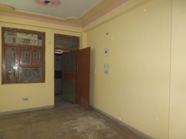 2 BHK Floor for Rent in RWA Yamuna Vihar Block C5 - Living Room