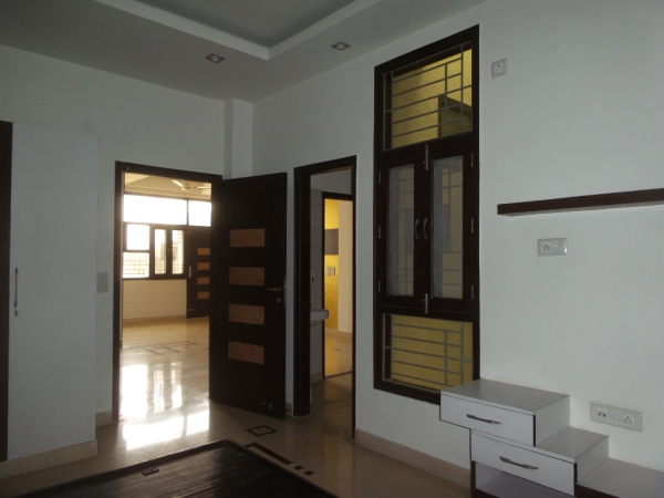2 BHK Apartment for Rent in Delhi Rajdhani Apartments - Living Room