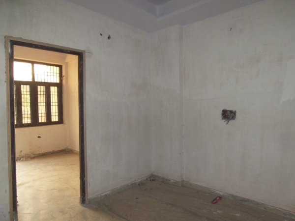 2 BHK Floor for Sale in Sector 110 Noida - Living Room