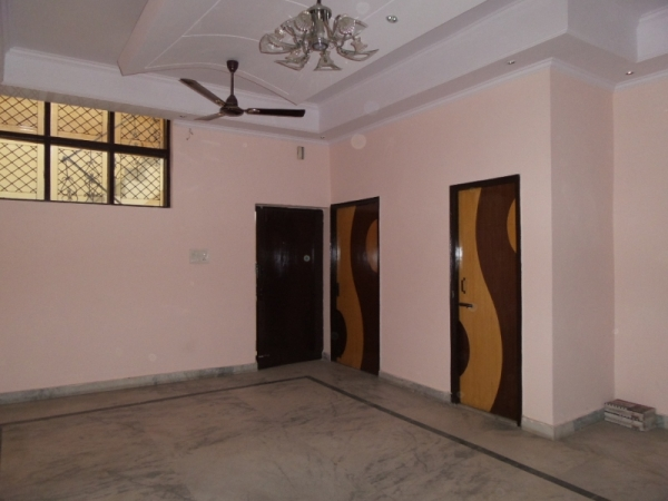 2 BHK Apartment for Rent in Surajmal Vihar - Living Room