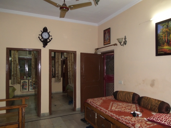 2 BHK Apartment for Rent in Sahyadri Apartment - Living Room