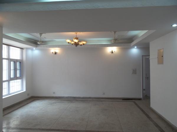 3 BHK Floor for Sale in Sushant Lok Phase - 2 Gurgaon - Living Room