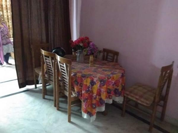 1 BHK Floor for Rent in Ansal Sushant Lok 1 - Living Room