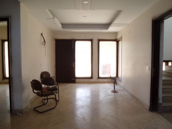 3 BHK Floor for Sale in Rajendra Park Gurgaon - Living Room