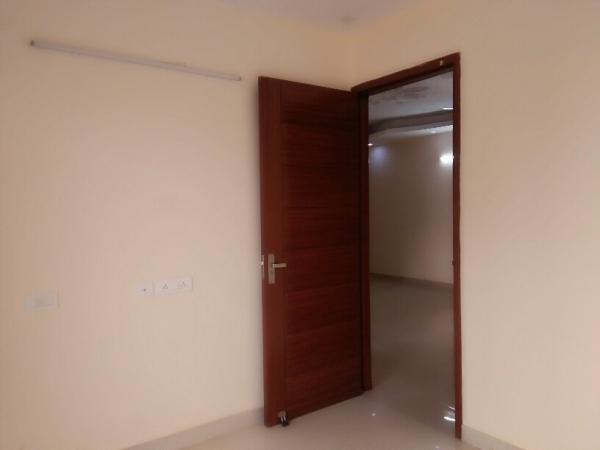 1 BHK Floor for Rent in Ansal Sushant Lok 2 - Living Room