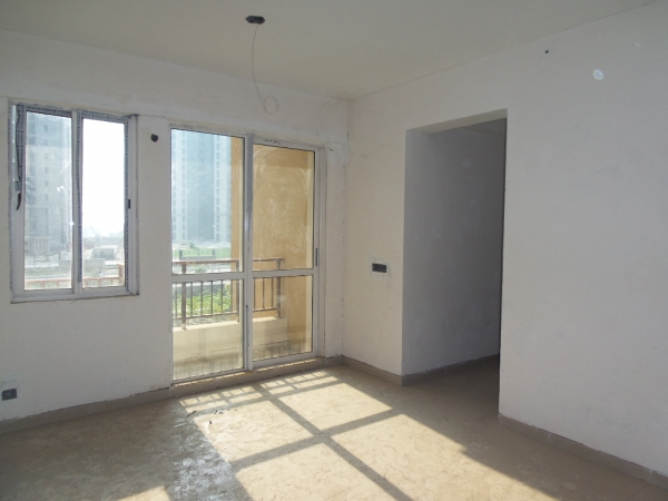 2 BHK Apartment for Sale in Sethi Max Royal - Living Room