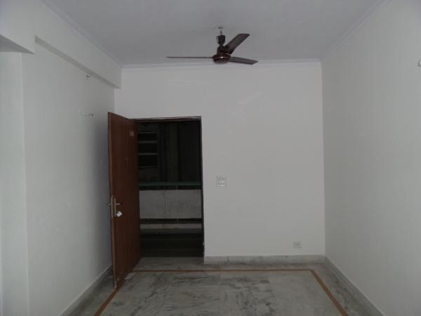 1 BHK Floor for Rent in Sushant Lok Phase - 3 Gurgaon - Living Room
