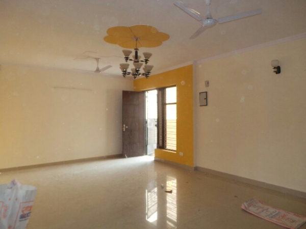 4 BHK Floor for Rent in Sector 37 Faridabad - Living Room