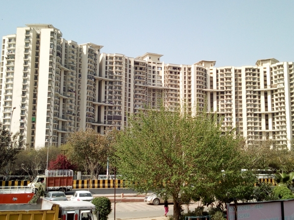 3 BHK Apartment for Sale in Amrapali Pan Oasis - Exterior View