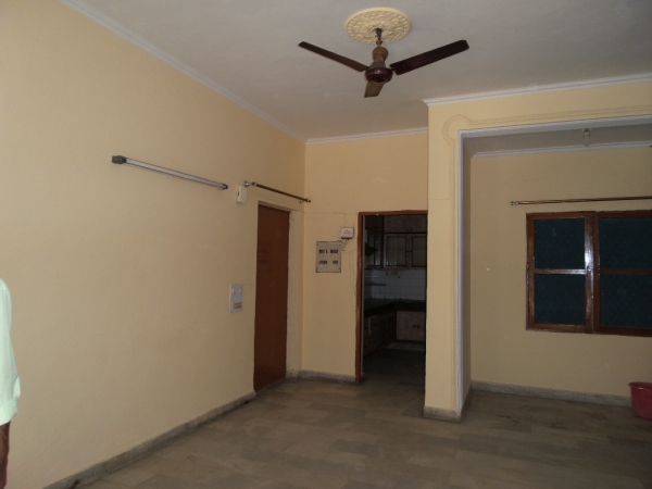 2 BHK Apartment for Rent in Neelkanth Apartments - Living Room