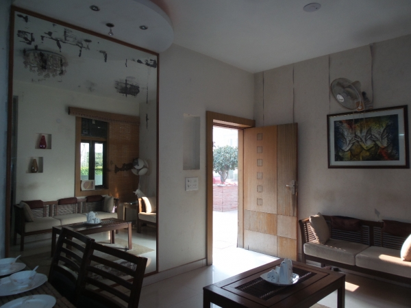 2 BHK Apartment for Rent in Una Apartments - Living Room